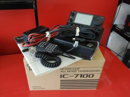 Icom ic7100 HF Radio